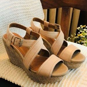 Clarks Sandals size 6.5